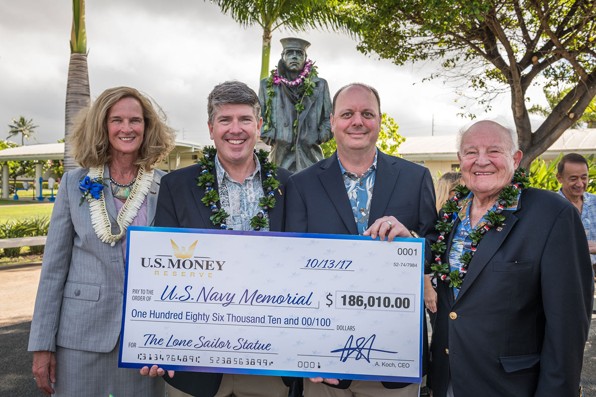 U.S. Navy Memorial receiving 186,010 dollar check from U.S. Money Reserve